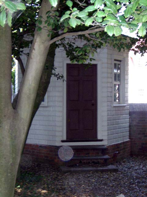 a-mount-vernon-outhouse.jpg