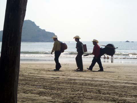 a-mariachis.jpg