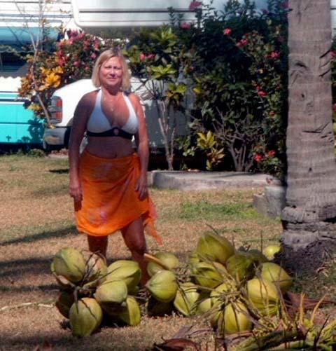 a-tinka-and-cocos.JPG