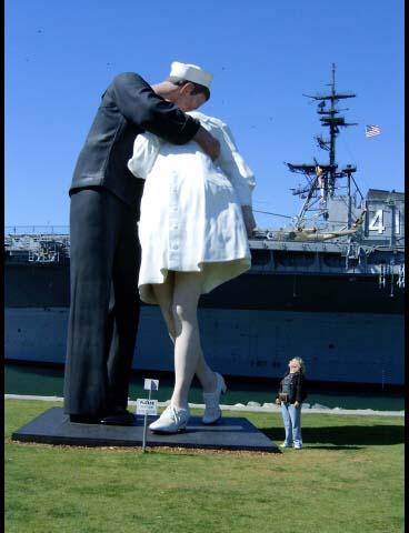 aa-sailor-statue-w-tinka.jpg